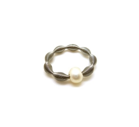 DARK ONDAS PERLA 6MM ANILLO